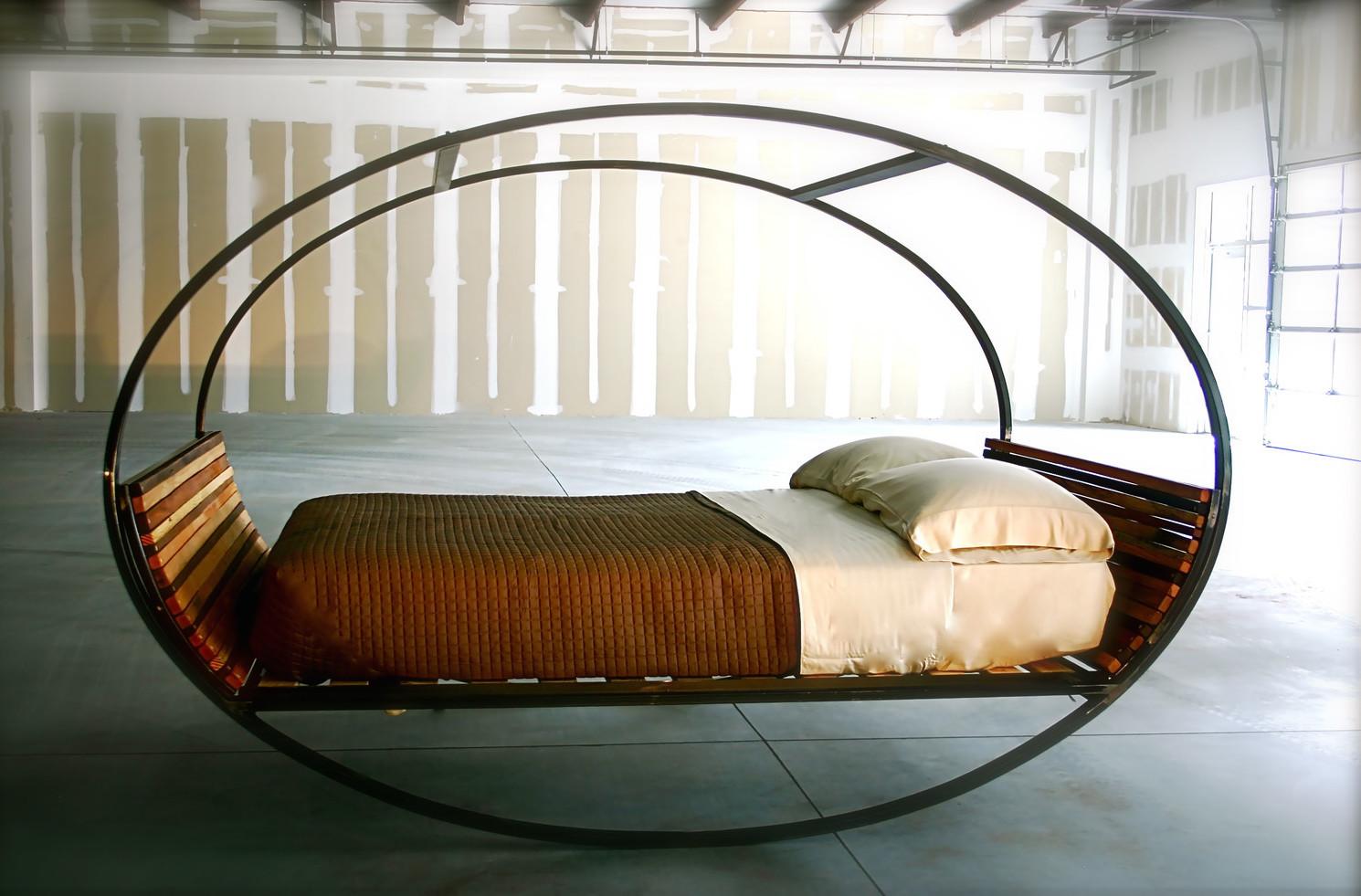 Овальная качающаяся кровать