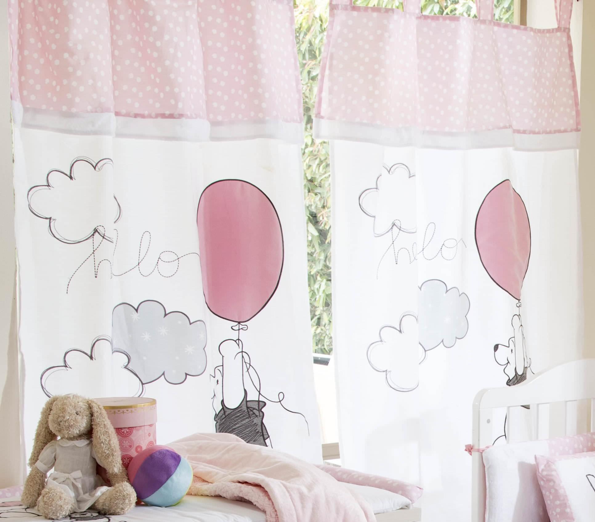Розовые шторы в стиле кафе