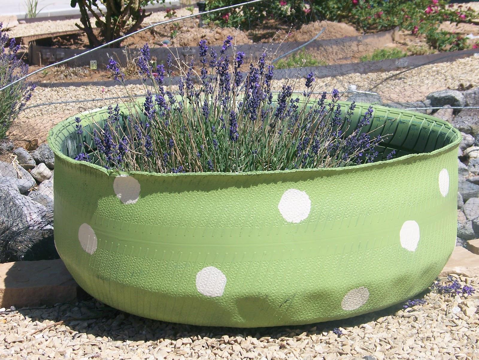 Кашпо из шин для сада