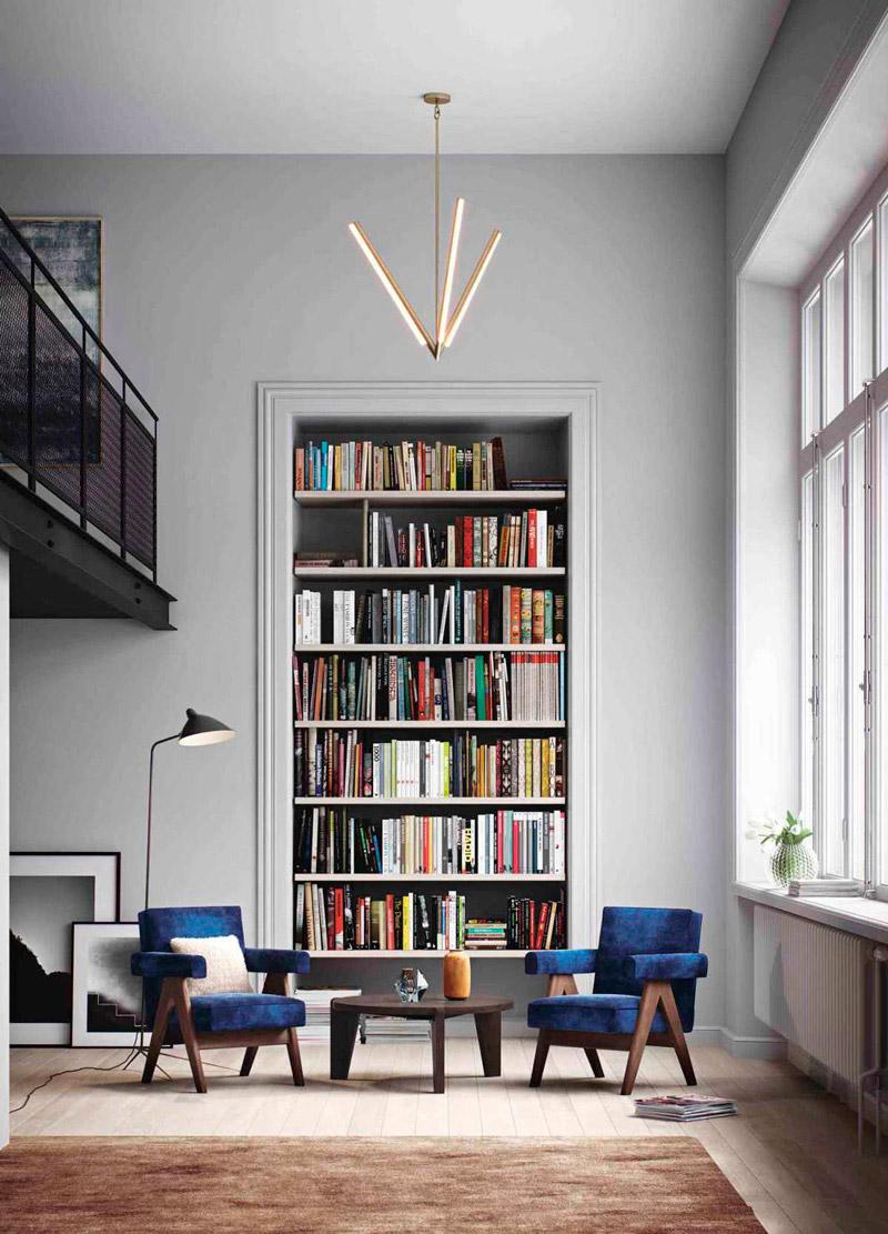 Книжные полки в нише в гостиной