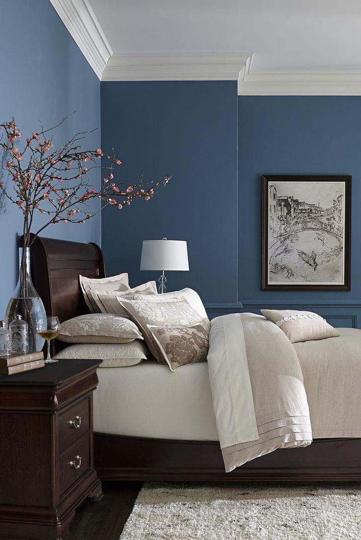 Кровать из ореха в колониальном стиле