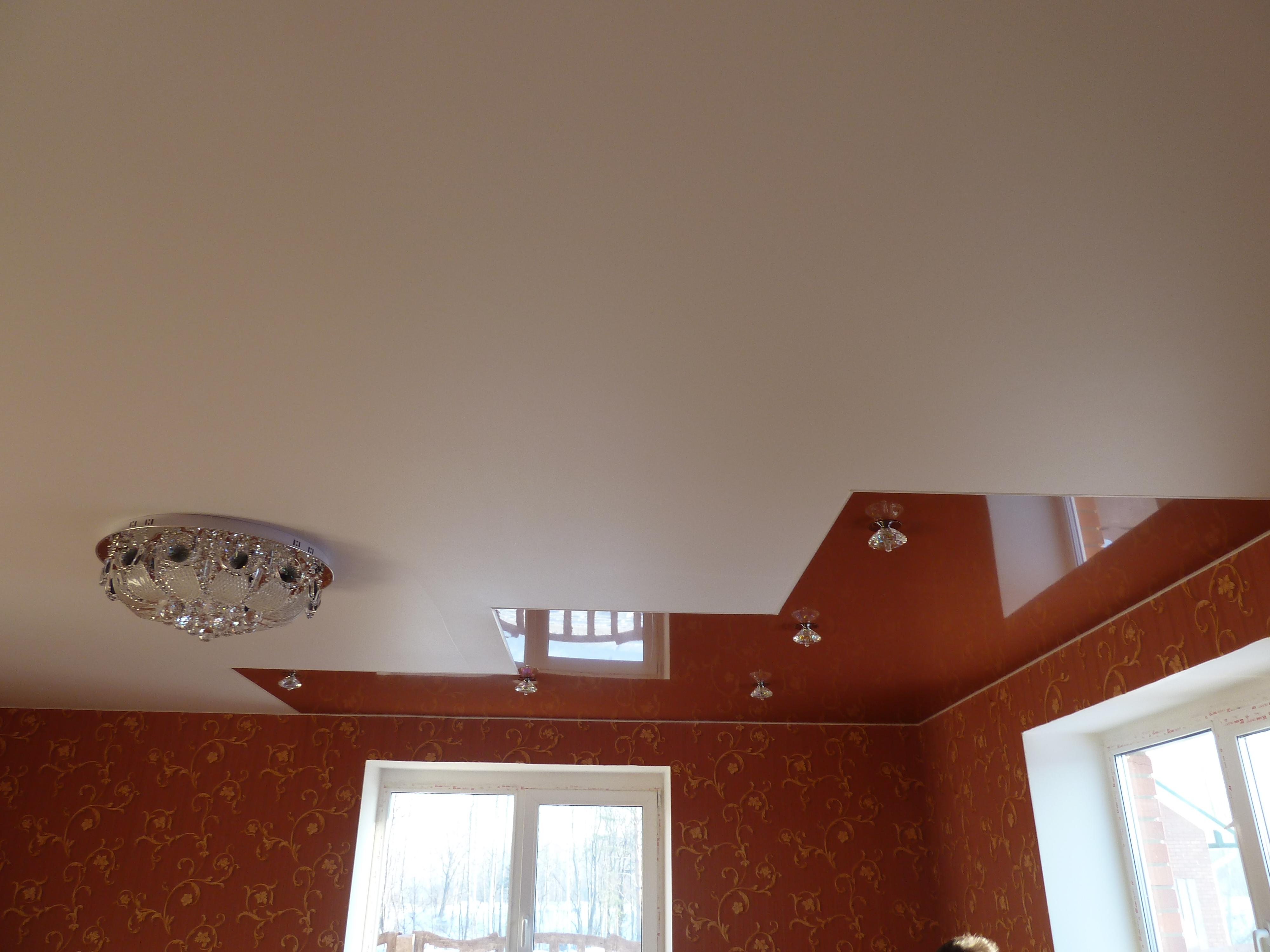 Бесшовный комбинированный потолок