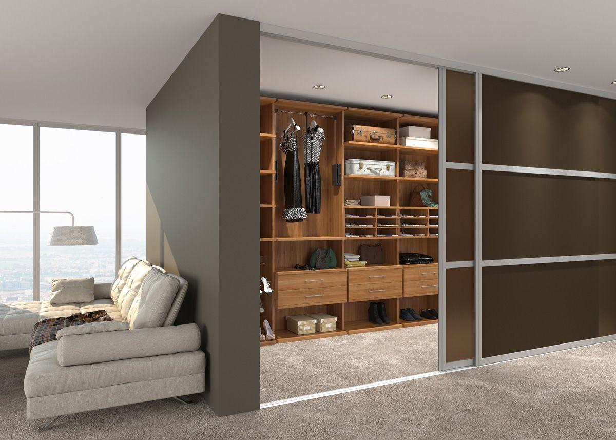 Коричневые двери в гардеробную