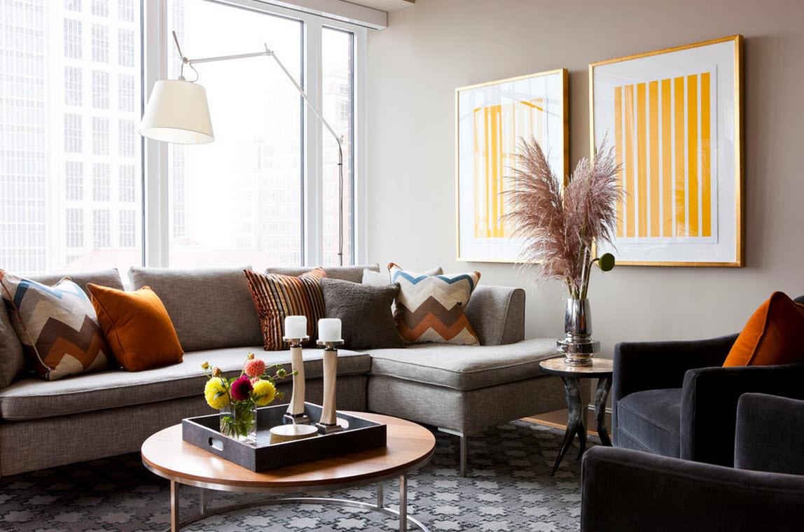 Серо-коричневый диван