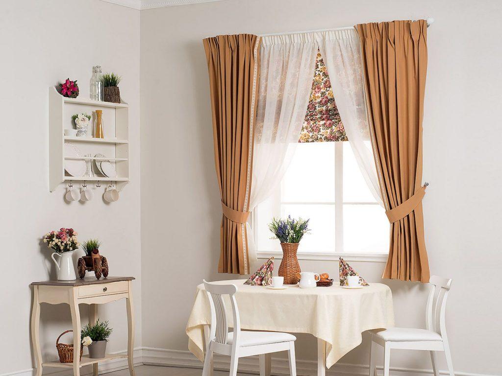 Комбинированные короткие шторы