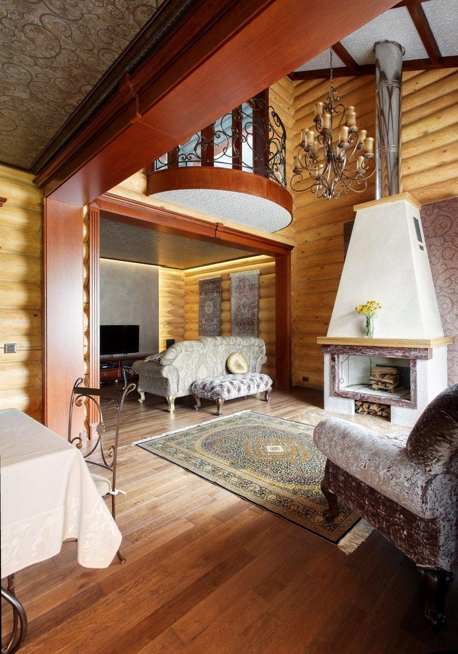 Гостиная с кованой мебелью на даче