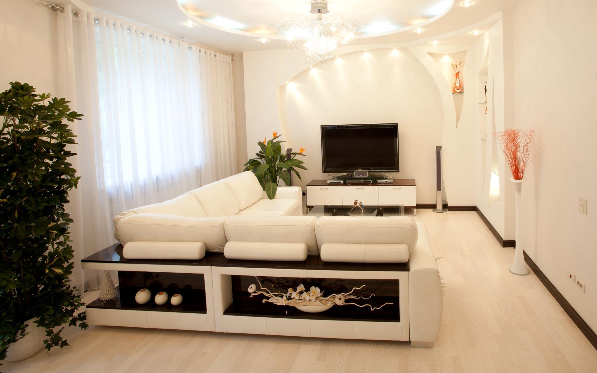 Кожаный диван с полками