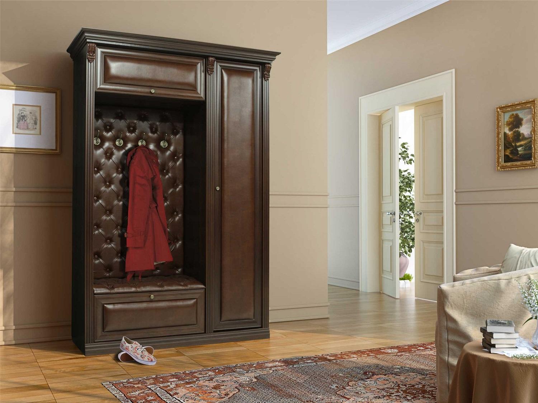 Мебель с кожаной обивкой в классической прихожей