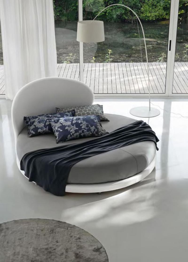 Овальная кожаная кровать