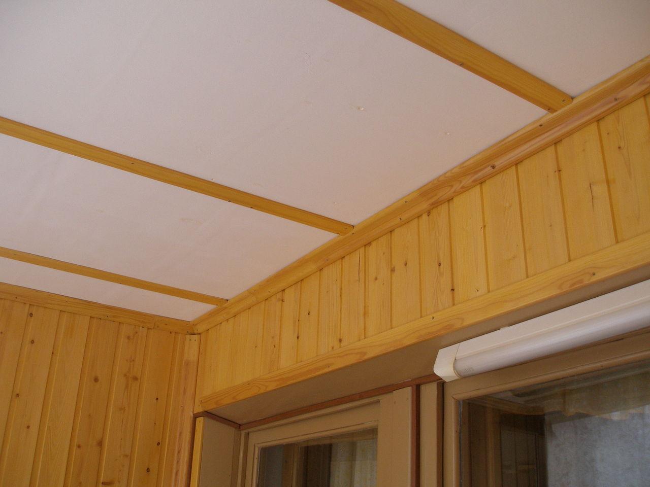 Крашеный потолок из фанеры