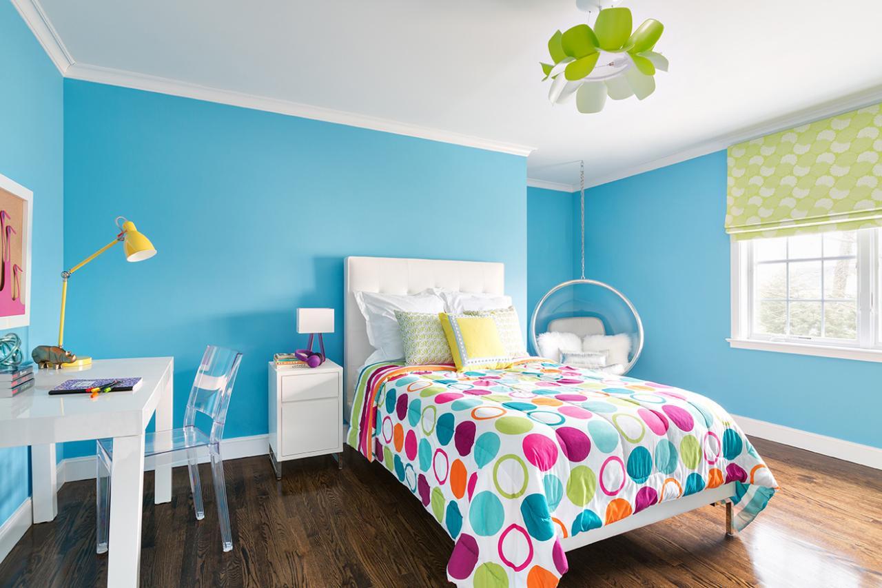 Крашеный потолок в детской для девочки