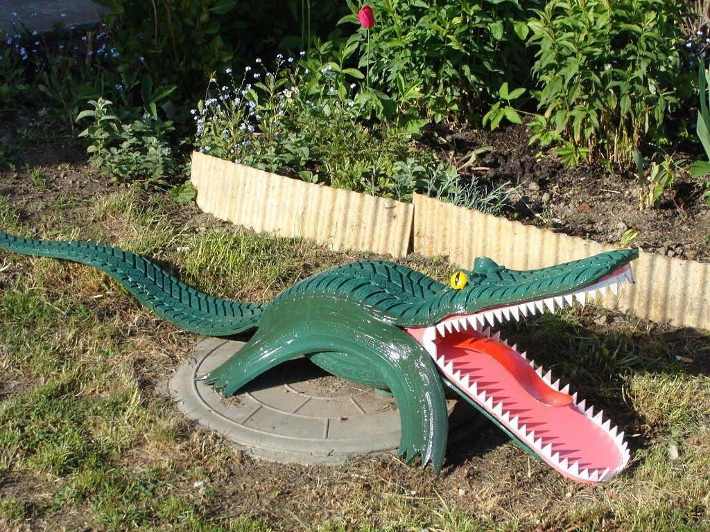 Крокодил из шин для сада