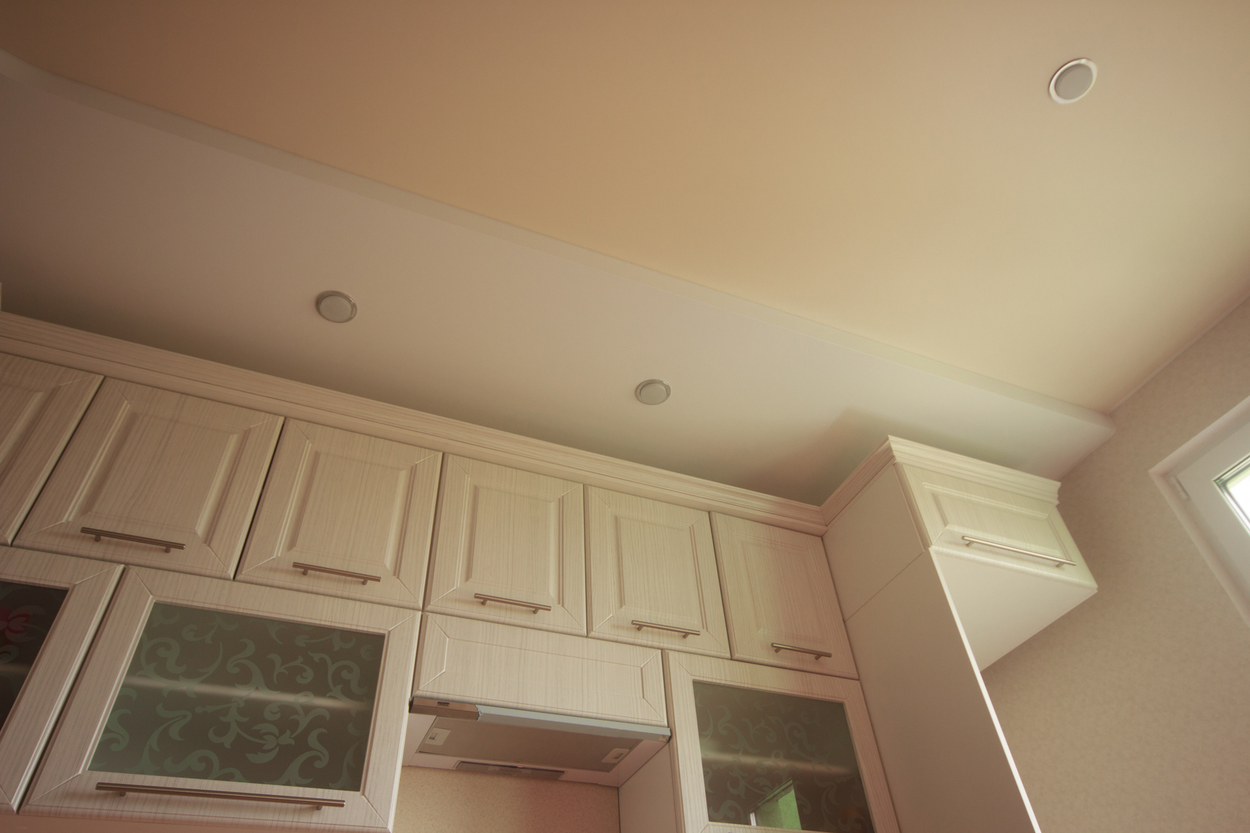 Выравнивание потолка на кухне