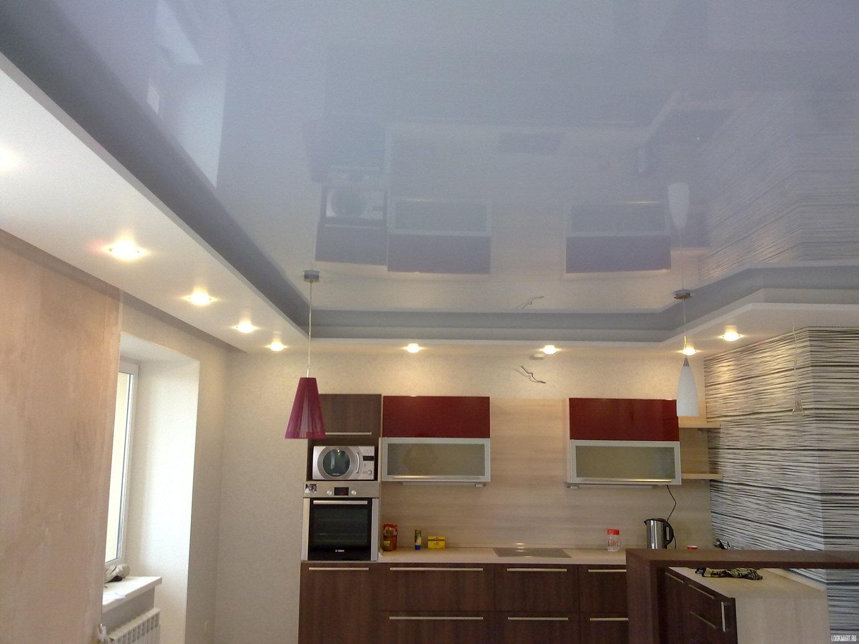 Бесшовный потолок на кухне