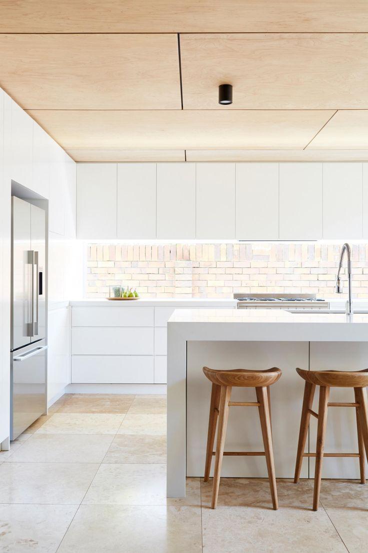 Потолок из фанеры на кухне