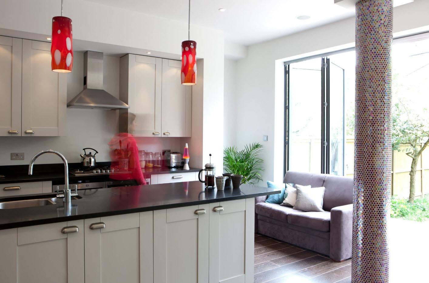 Малогабаритный диван на кухне