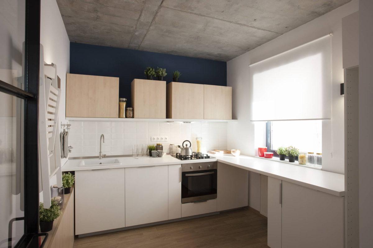 Бетонный потолок на кухне