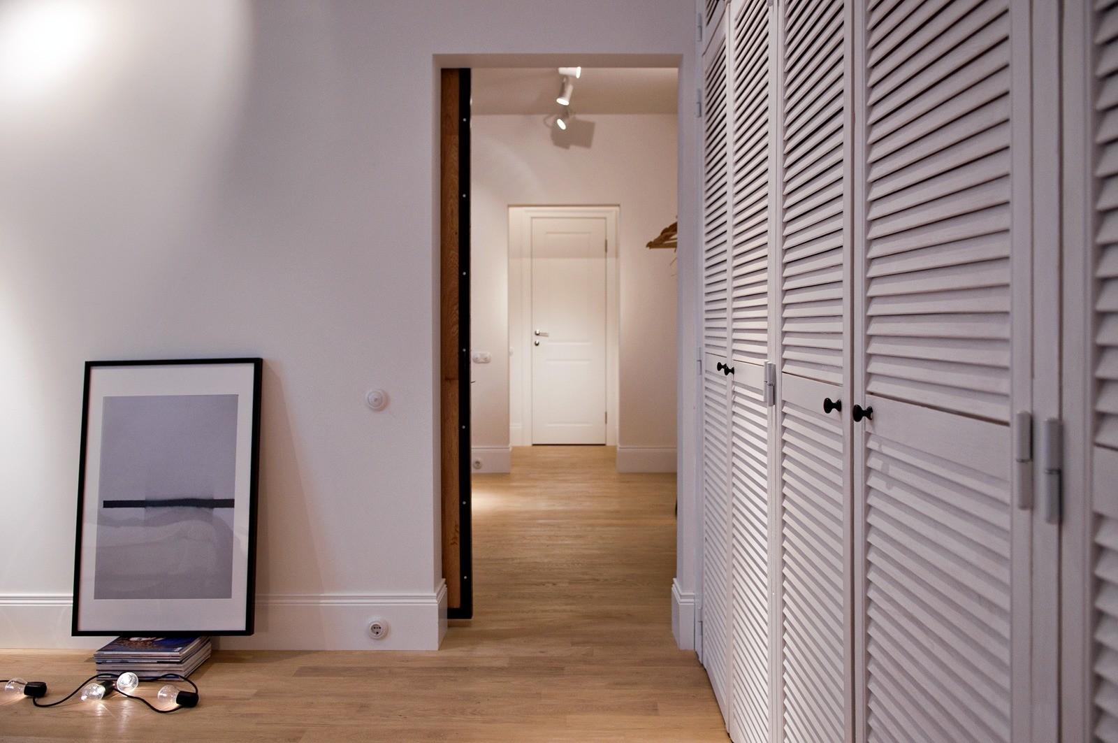 Жалюзийная дверь в квартире