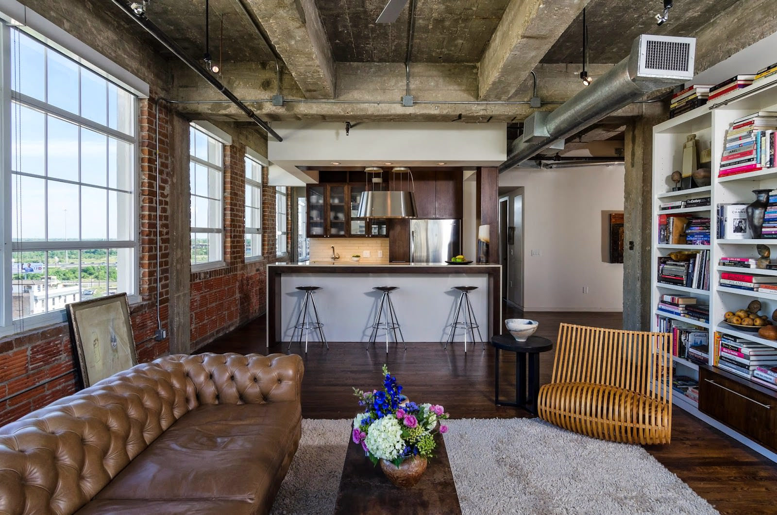 Потолок в квартире в стиле лофт