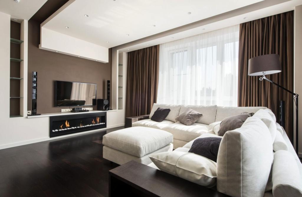 Коричневые шторы в квартире