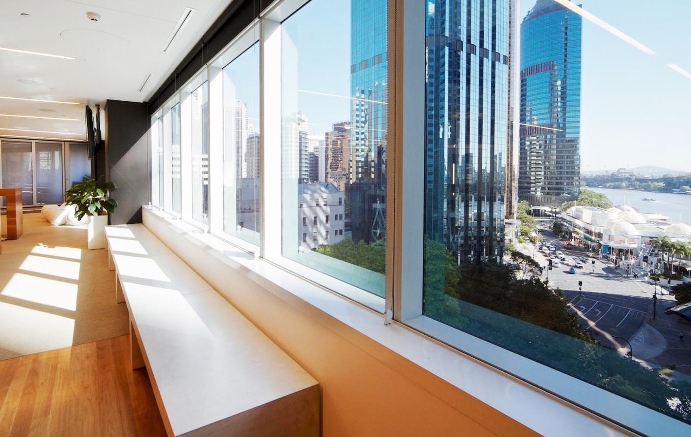 Солнцезащитная пленка на окне в квартире