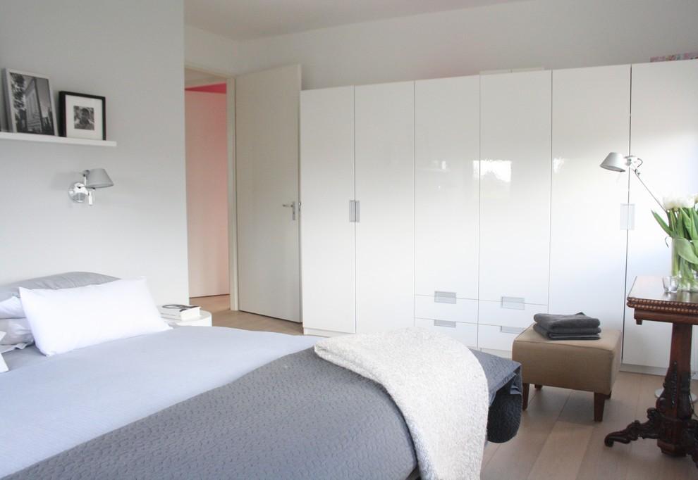 Глянцевая спальня в квартире