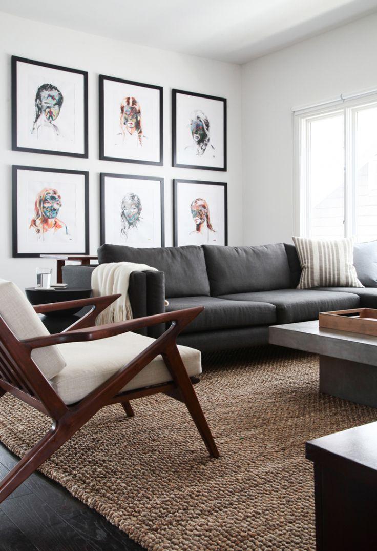 Серый диван в лаконичном дизайне