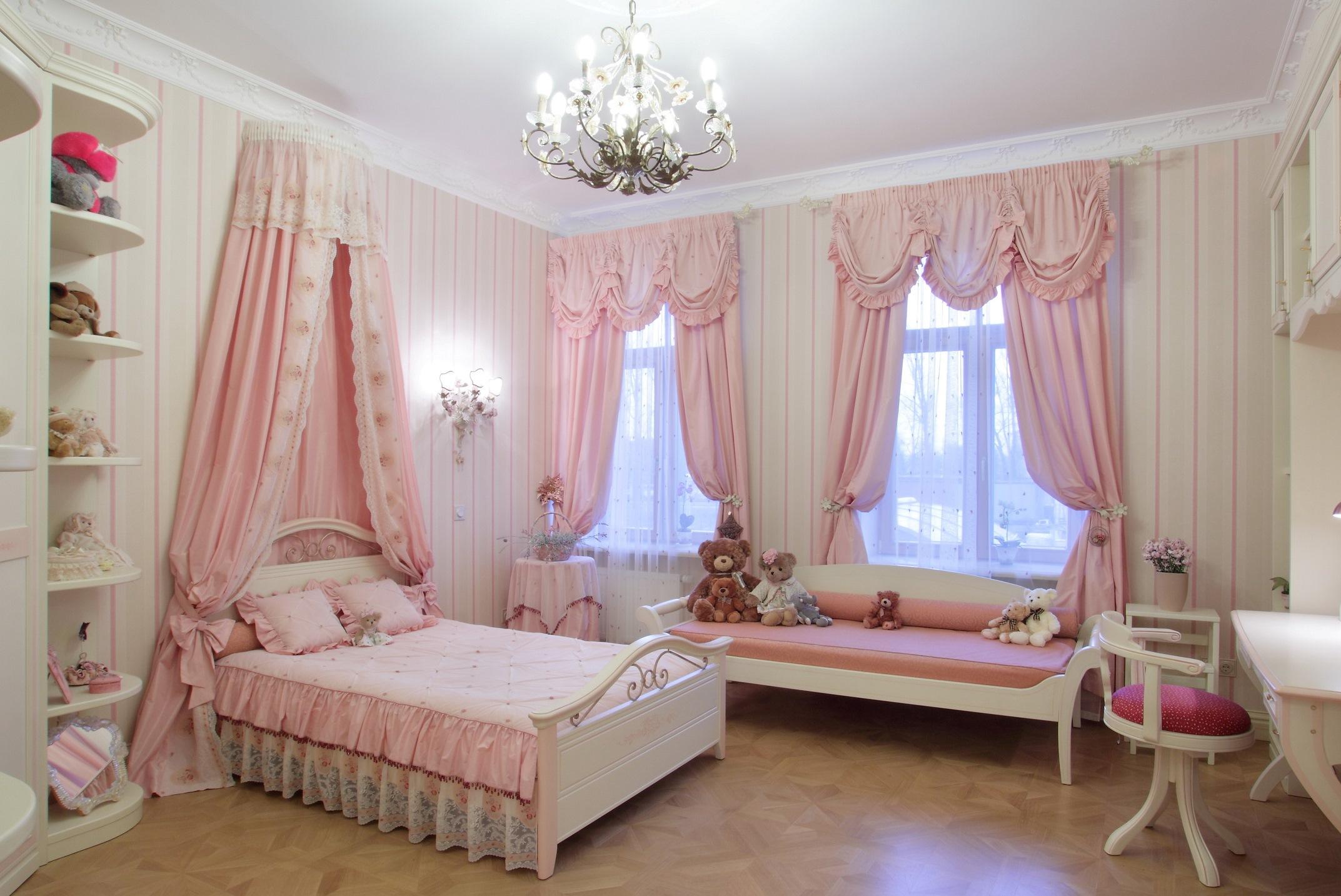 Розовые шторы с ламбрекеном