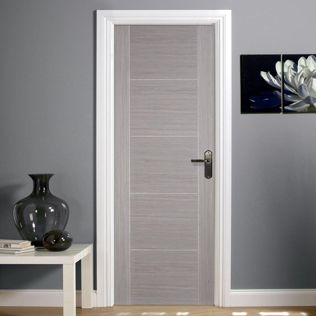 Серая ламинированная дверь
