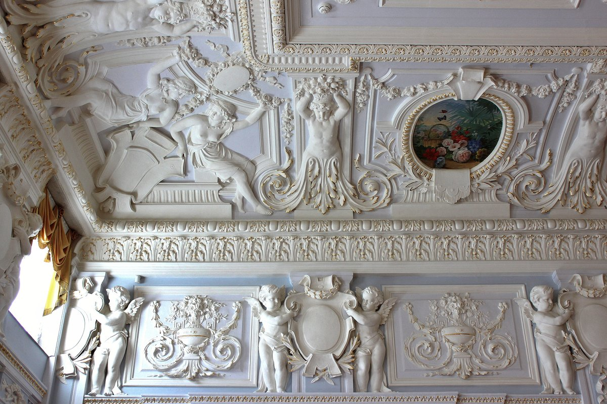 Лепнина на классическом потолке