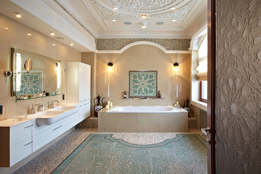 Лепнина на потолке ванной