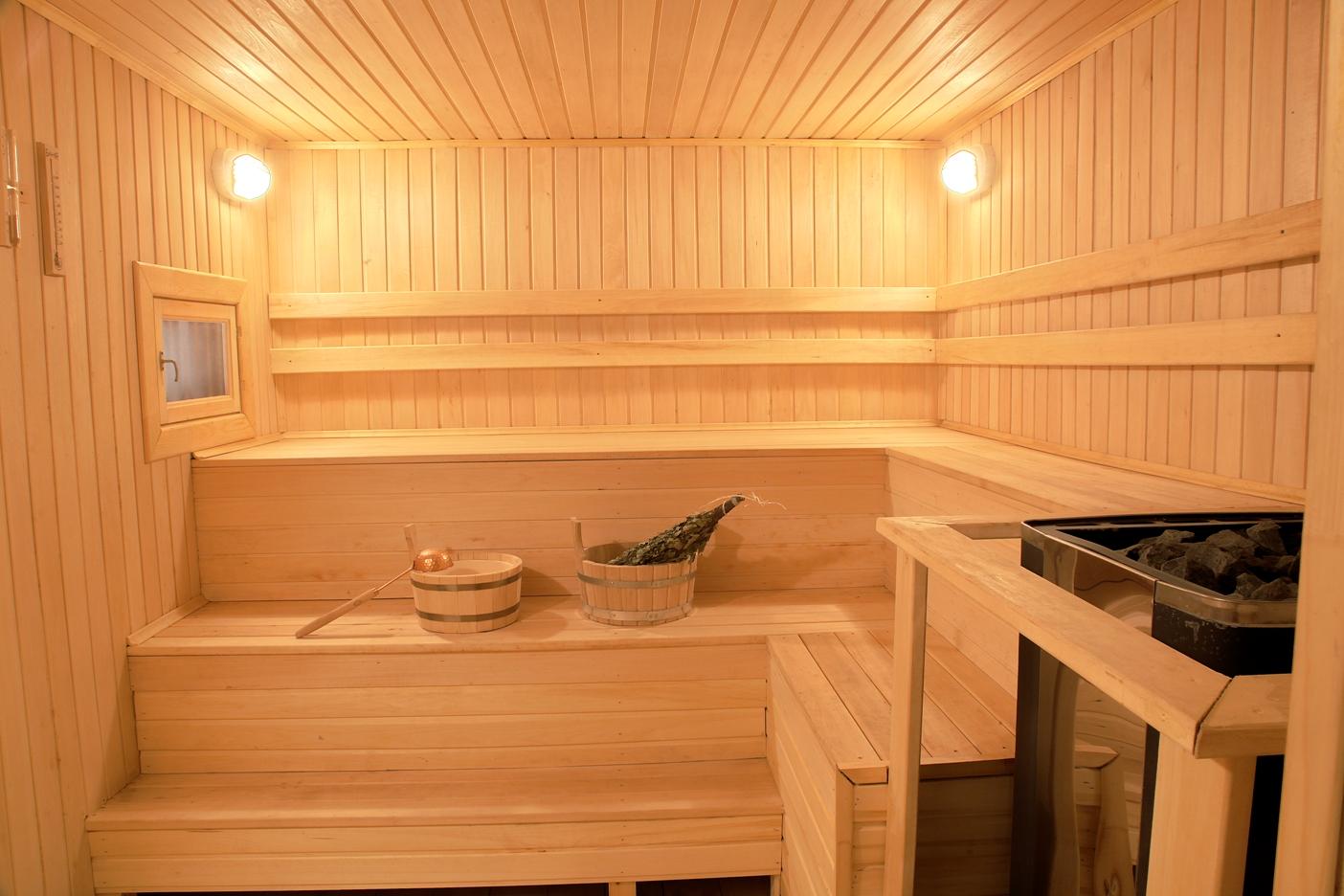 Потолок в бане из лиственницы