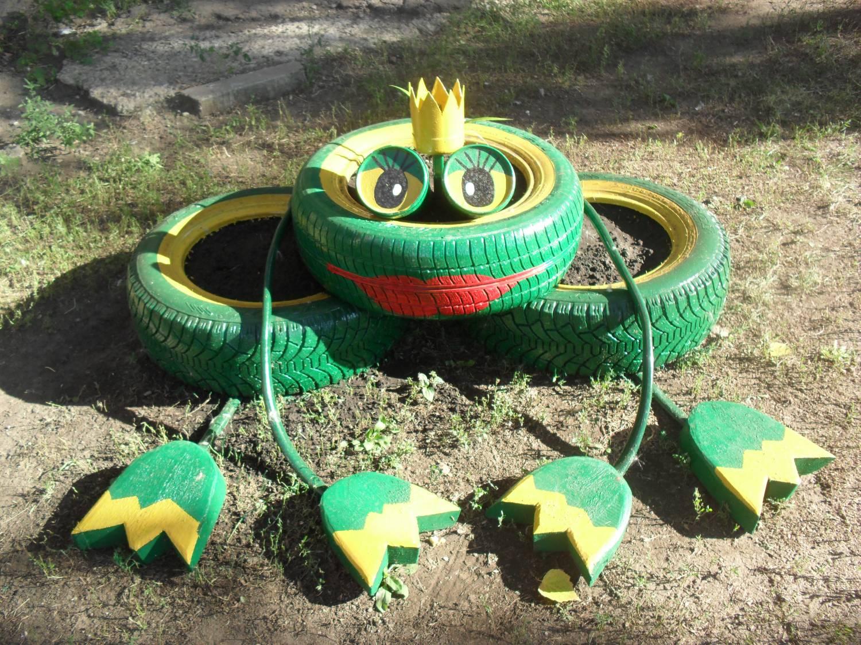 Лягушка из шин для сада