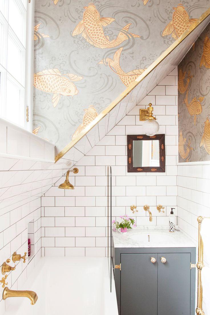 Мансардный потолок в ванной