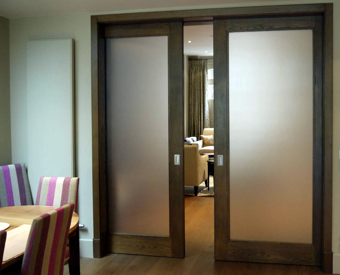 Откатная дверь из массива