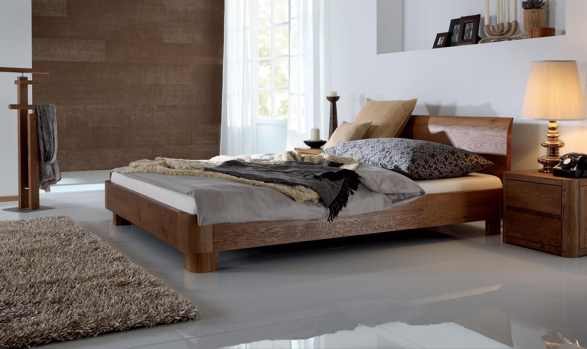 Кровать для дачи из массива