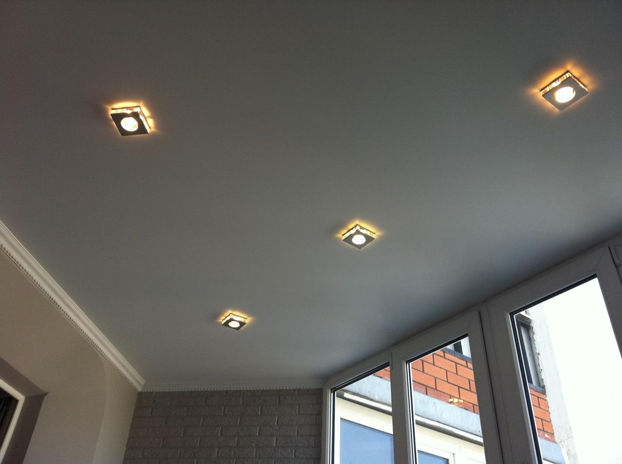 Как оформить потолок на балконе: интересные решения (20 фото)