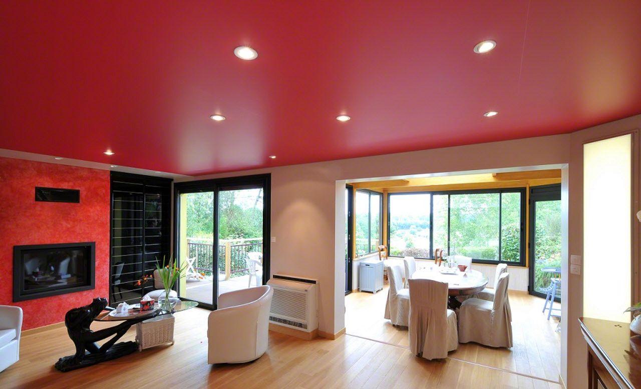 Красный матовый потолок