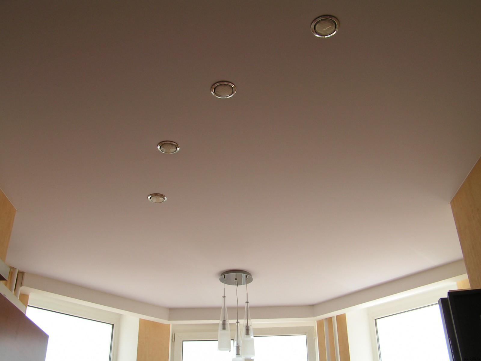 Бесшовные потолки: виды, особенности и преимущества использования в интерьере (24 фото)