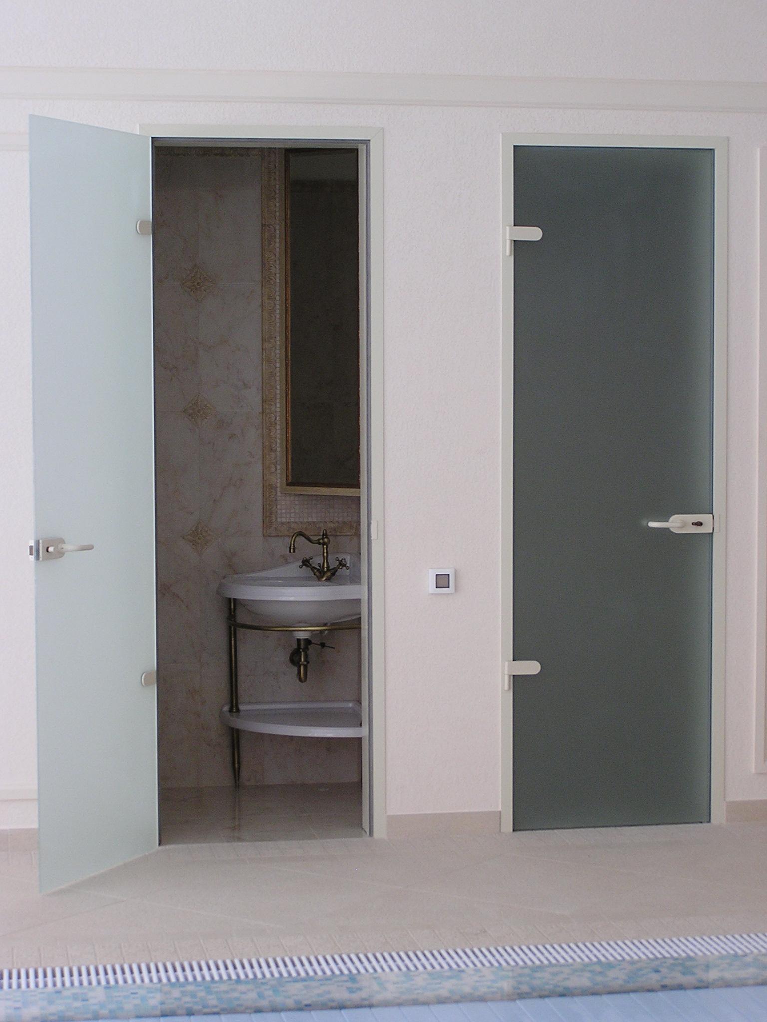 Матовая дверь в ванную