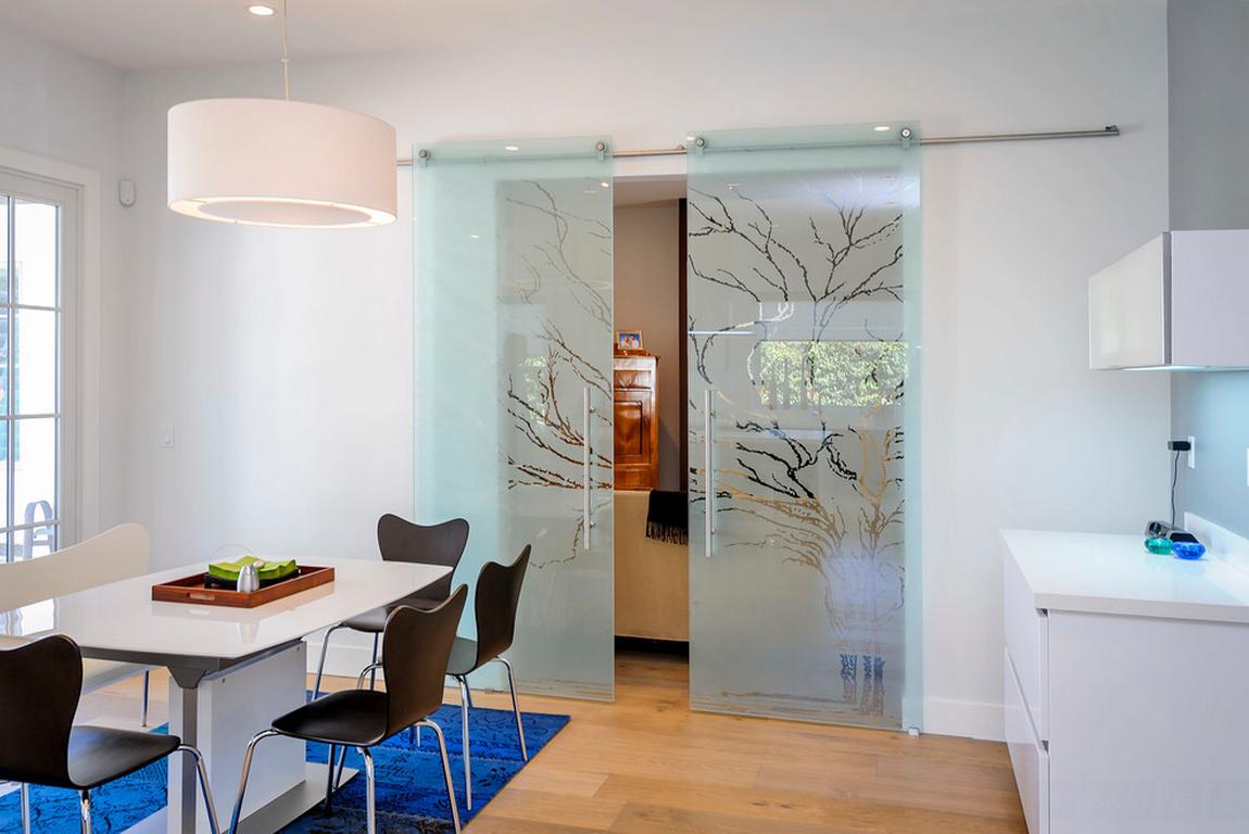 Дверь на кухню из матового стекла