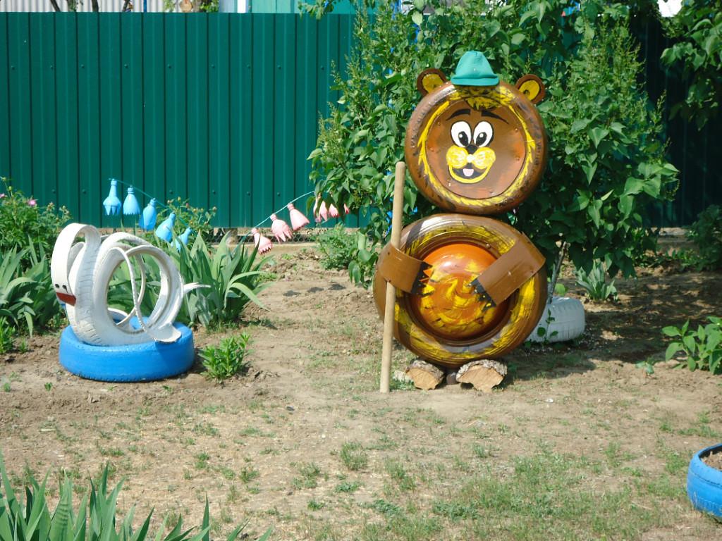 Медведь из шин для сада