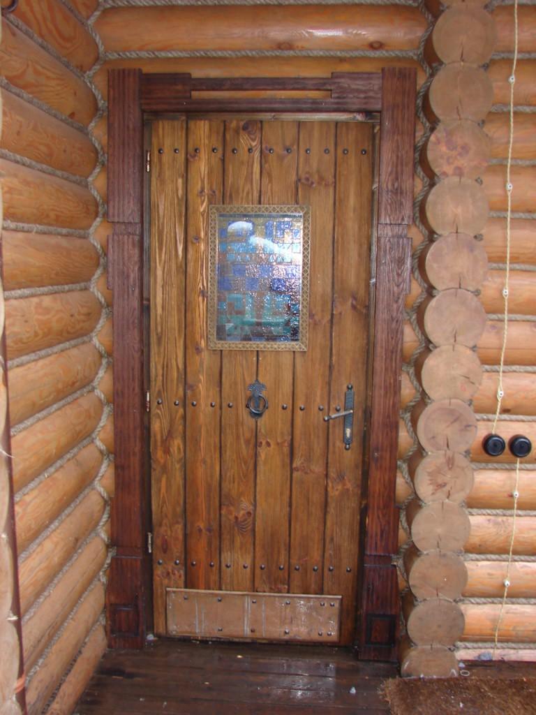 Дверь для бани с металлической обивкой