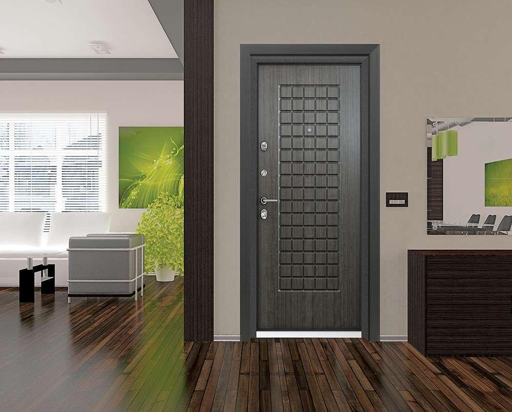 Серая металлическая дверь