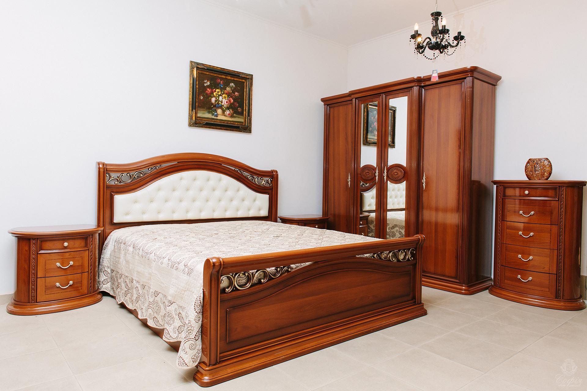Кровать орех с металлическим декором