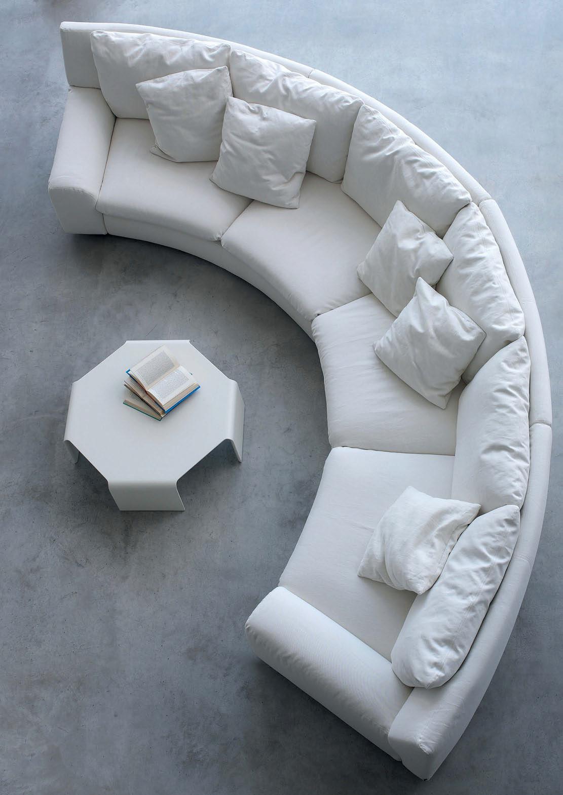 Круглый диван в стиле минимализм