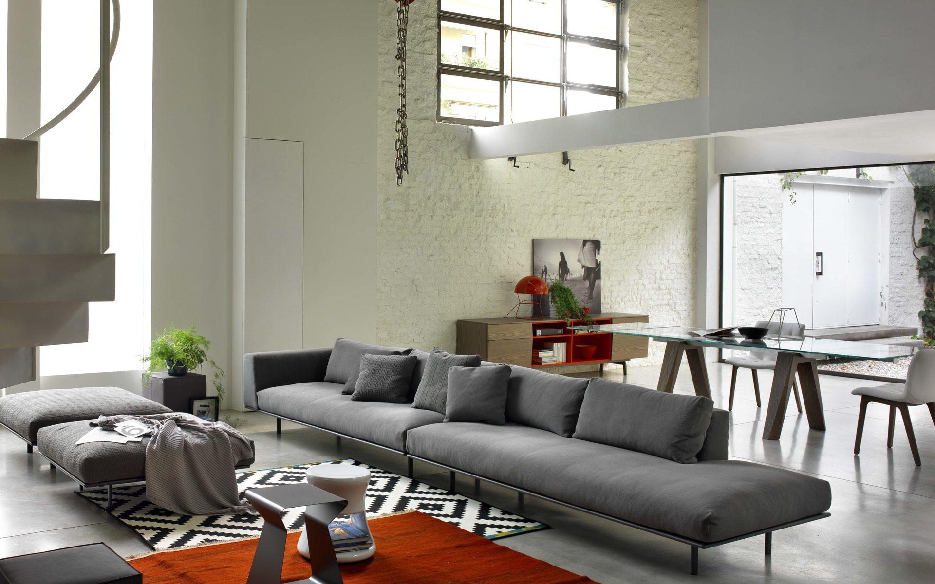 Серый диван в стиле минимализм
