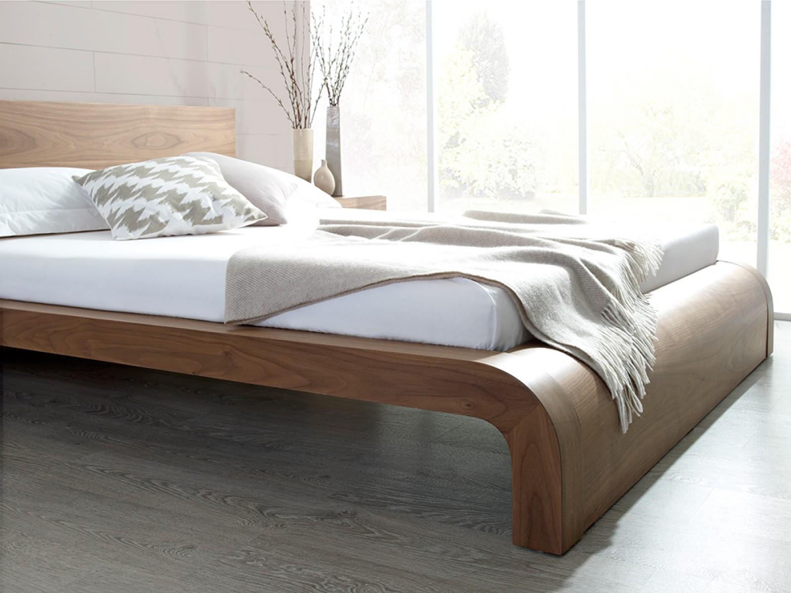 Кровать из ореха в стиле модерн
