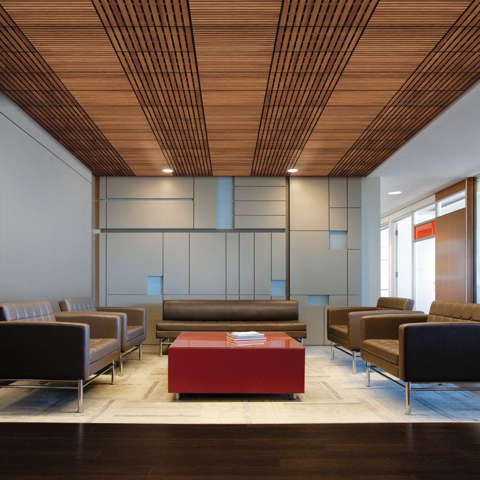 Коричневый потолок в стиле модерн