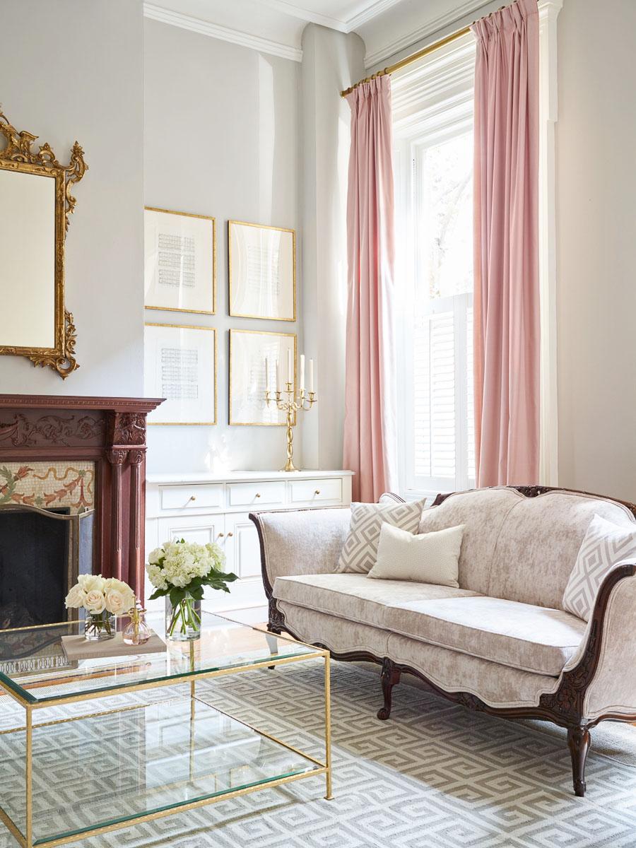 Розовые шторы в стиле модерн